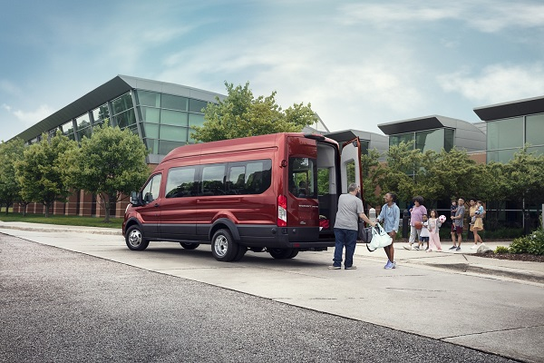 duoi-xe-ford-transit-2021