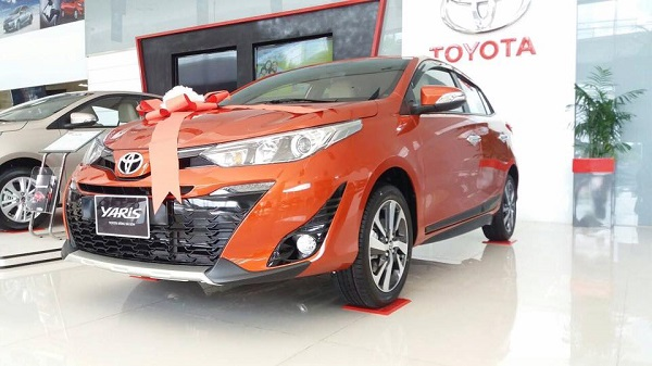 toyota-yaris-2021-tai-showroom