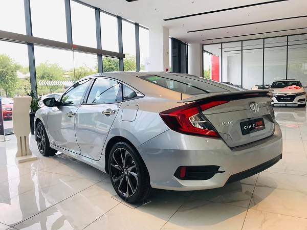 xe honda civic 2021 tai showroom 1